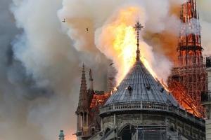 Szok! Płonie katedra Notre Dame