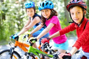Biegowy kontra tradycyjny - jaki rowerek wybrać dla dziecka?