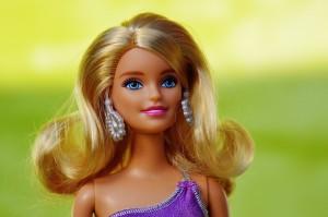 Czy warto dziecku pozwolić na zabawę lalkami Barbie?