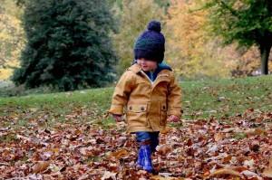 Dziecięce ubrania na jesień i zimę - zanim wybierzesz, sprawdź, na co zwrócić uwagę przed zakupem