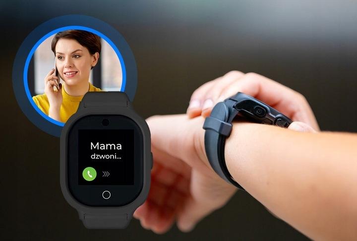Smartwatch GPS dla dziecka w kolorze czarnym na ręku dziecka