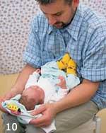 Jak rozbierać i ubierać noworodka