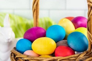 Jak naturalnie barwić jajka na Wielkanoc