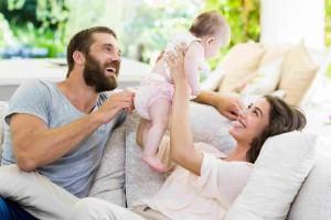 Jak wspierać rozwój fizyczny dziecka w pierwszym roku życia?