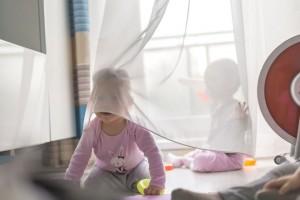 Jak wybrać zasłony i firanki do pokoju dziecięcego - praktyczne wskazówki