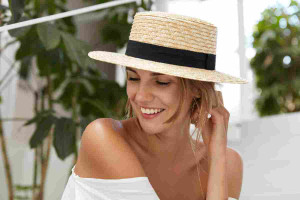 Kapelusz słomkowy, czyli jak modnie chronić się przed słońcem?