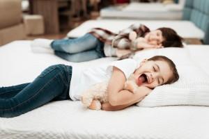 Materac piankowy dla dziecka? O wadach i zaletach mówią specjaliści z SleepMed