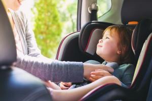 Mity, które utrudniają wybór bezpiecznego fotelika samochodowego dla dzieci