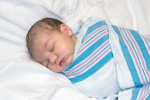 Pierwsze dni życia noworodka - smółka, żółtaczka, spadek masy ciała