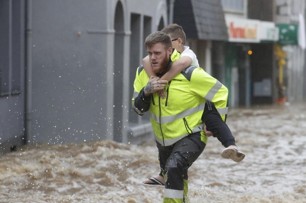 Powódź ewakuacja dzieci