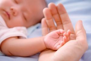 Różnice flory bakteryjnej u dzieci urodzonych przez cesarskie cięcie i siłami natury