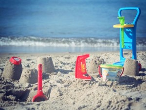 Wakacyjne niezbędniki na plażę