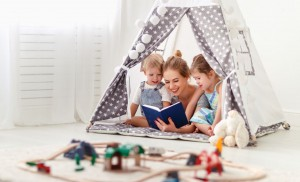 Zabawa w domu - jak umilić dziecku czas również w ponure dni?
