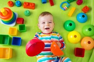 Zabawki dla niemowląt. Jak wybrać idealną zabawkę małego dziecka