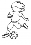 Chłopiec gra w piłkę